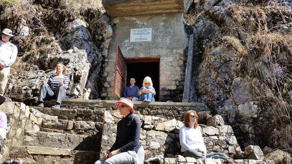 meditating-at-babaji-cave